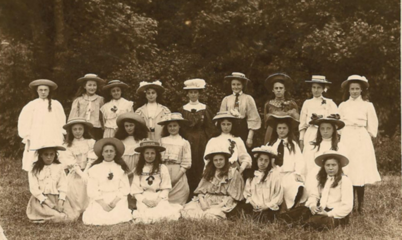 Mills Grammar School Pupils 1906