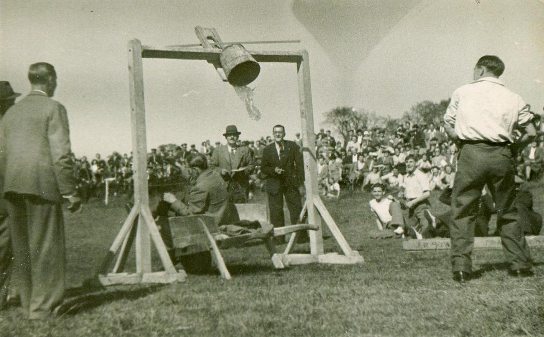 The Gala, Tilting The Bucket, 1945