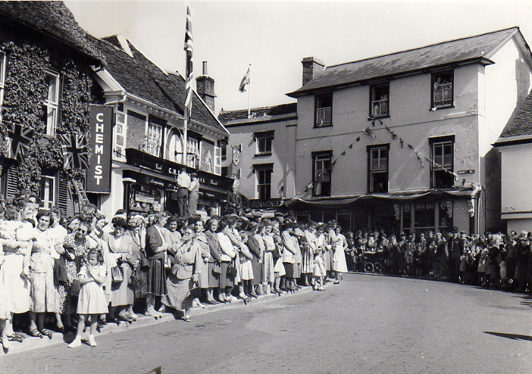 Crowds Await The Queen Mother
