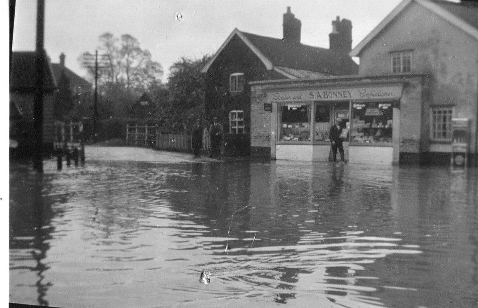 Albert Place floods, c.1937