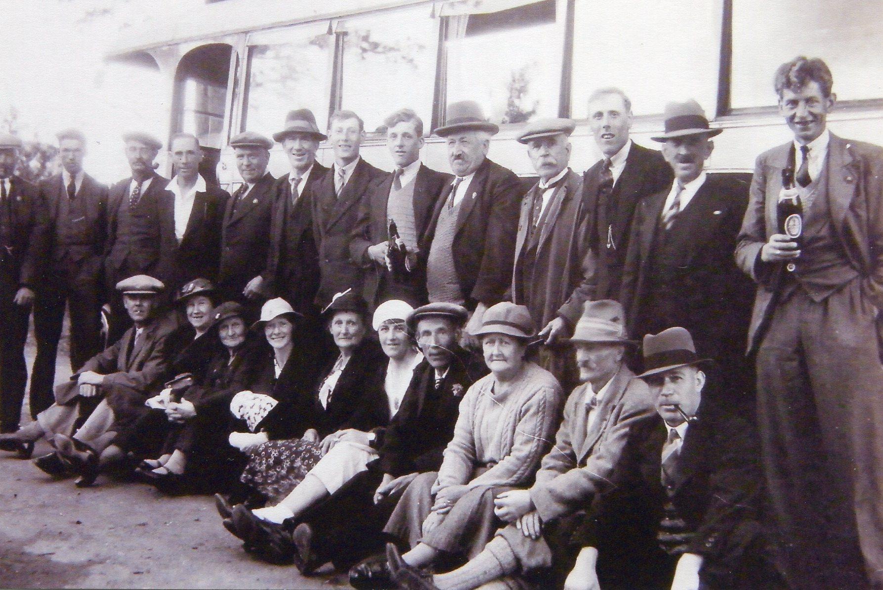 Railway Inn outing, 1940