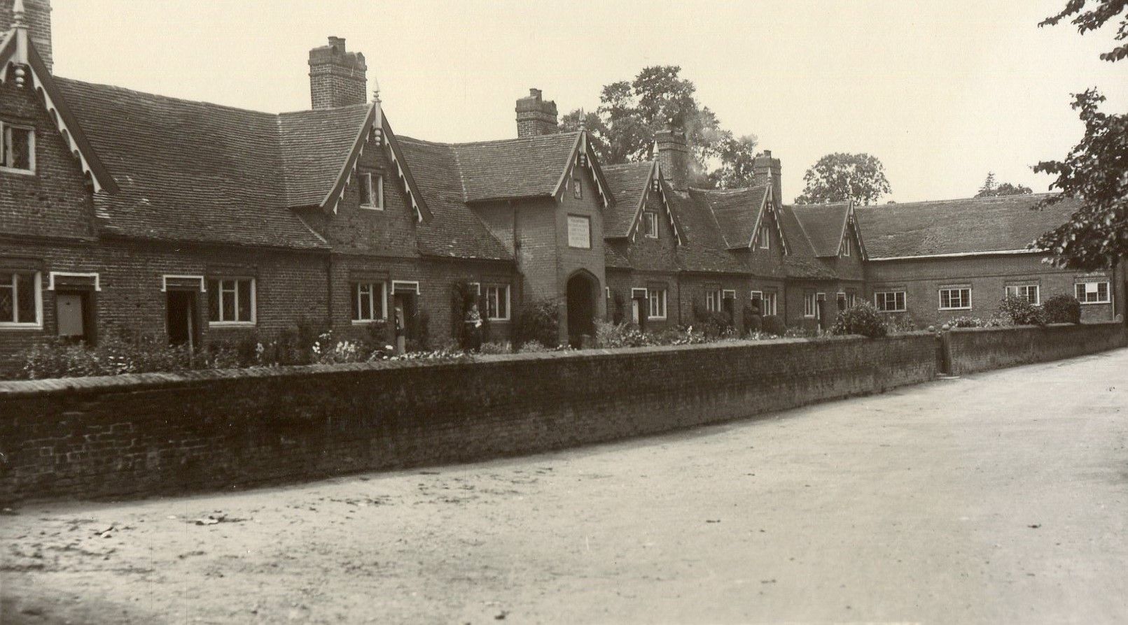 Hitcham's almshouses, New Road