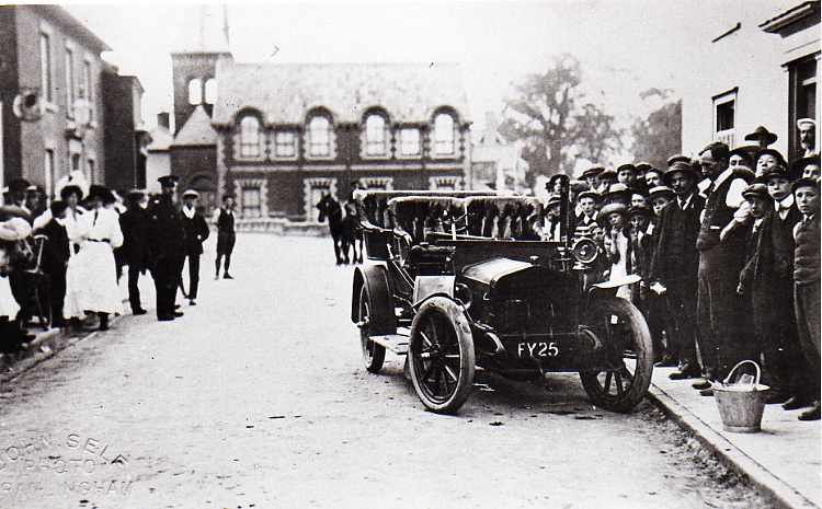 Vulcan Car Crash, Station Road, 1909