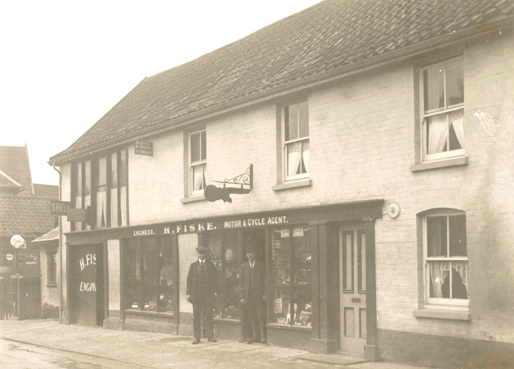 Fiske's cycle shop, Well Close Square, 1925