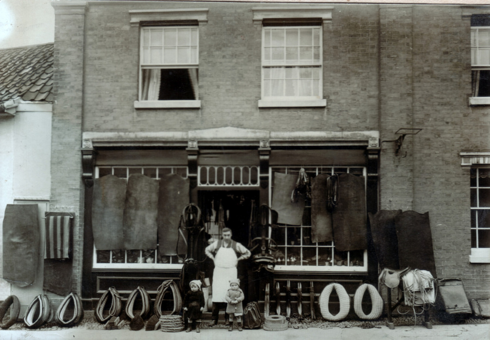 Howard's saddlery shop, Well Close square